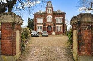 1 Bedroom Flat for sale in Flat 7, 11 Birdhurst Road, South Croydon, .