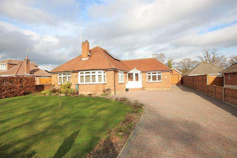 4 Bedrooms Detached Bungalow for sale in Lower Blandford Road, Broadstone