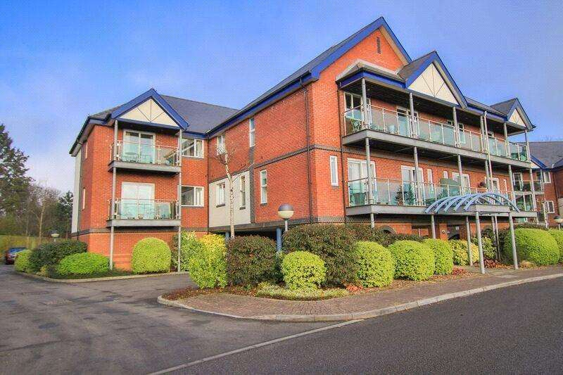 2 Bedrooms Apartment Flat for sale in Worcester House, Cyncoed Gardens, Cardiff, CF23