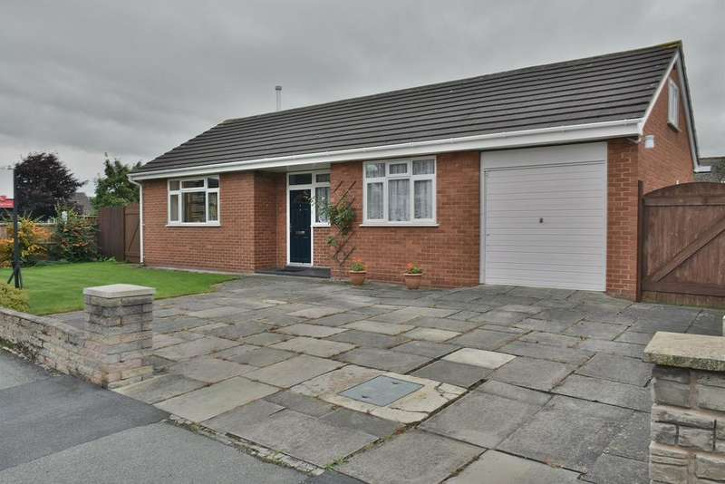 2 Bedrooms Detached Bungalow for sale in Hesketh Drive, Lostock Gralam