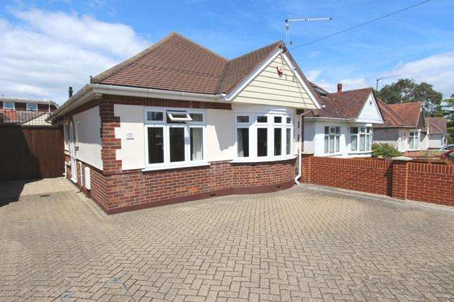 3 Bedrooms Detached Bungalow for sale in Brierley Road, Bournemouth BH10