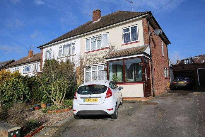 3 Bedrooms Semi Detached House for sale in BOWES DRIVE, ONGAR CM5
