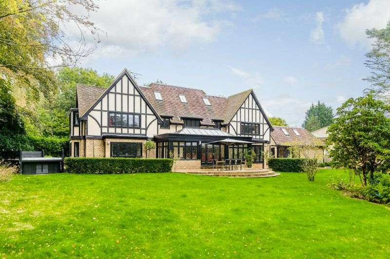 6 Bedrooms Detached House for sale in Trout Rise, Loudwater,Rickmansworth, Hertfordshire WD3