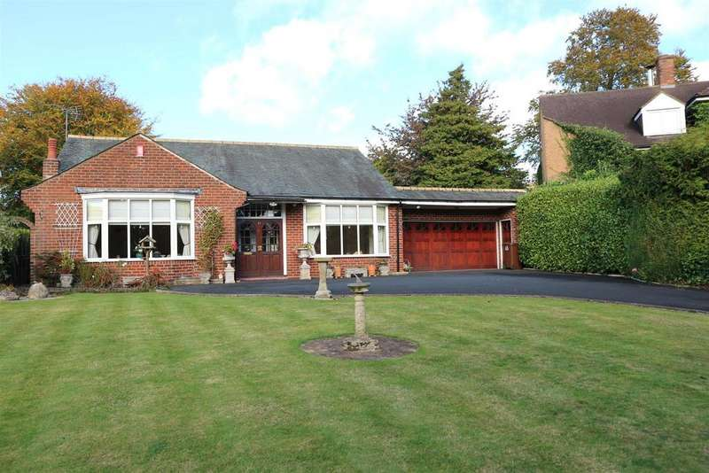 2 Bedrooms Detached Bungalow for sale in Birmingham Road, Hagley, Stourbridge