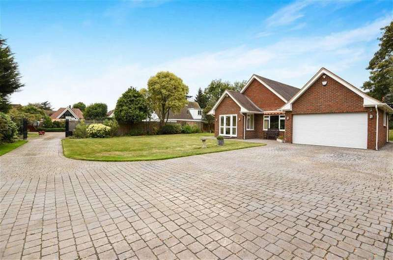 3 Bedrooms Detached Bungalow for sale in Little Redlands, Chislehurst Road, Bickley