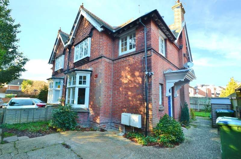 2 Bedrooms Semi Detached House for sale in Banister Park