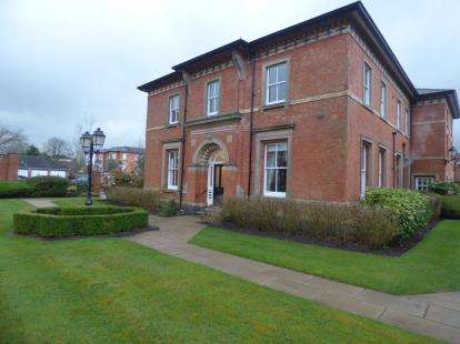 2 Bedrooms Flat for sale in Marlborough House, Blandford Drive, Macclesfield, Cheshire
