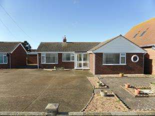 2 Bedrooms Bungalow for sale in Coast Drive, Lydd On Sea, Romney Marsh