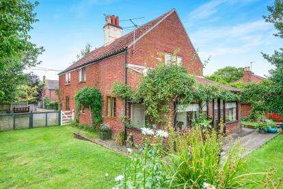 4 Bedrooms Detached House for sale in Blofield, Norwich, Norfolk