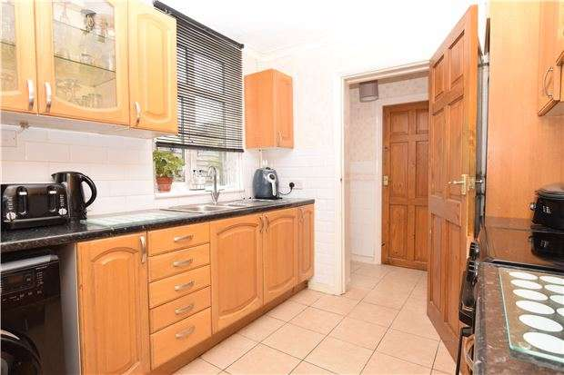 3 Bedrooms Terraced House for sale in Seymour Road, CR4 4JX