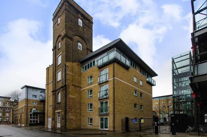 2 Bedrooms Flat for sale in Hopton Road, Woolwich, SE18
