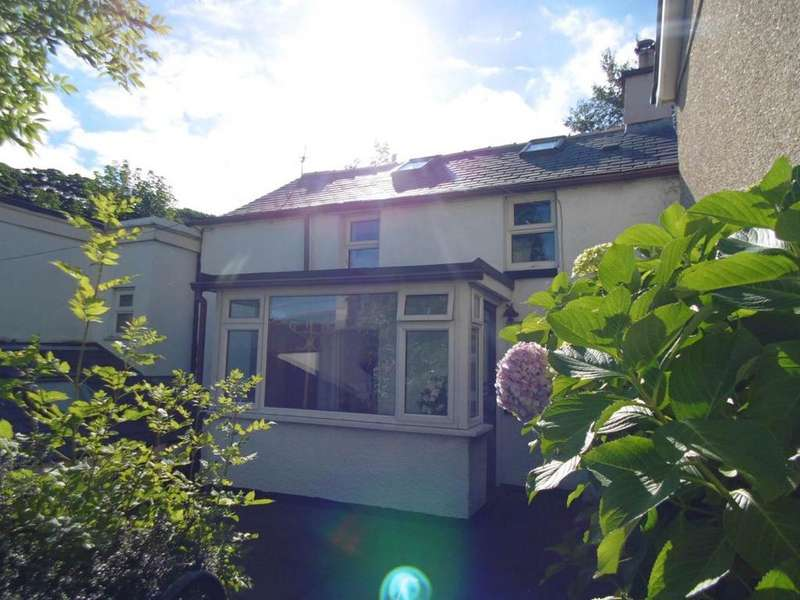 2 Bedrooms Cottage House for sale in High Street, Penmaenmawr, LL34 6NF