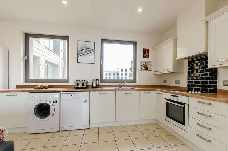 2 Bedrooms Flat for sale in Oak Square, Stockwell, SW9