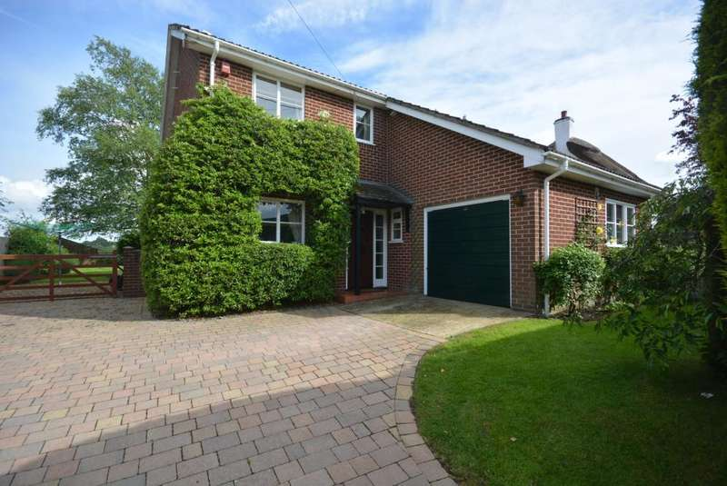 4 Bedrooms Detached House for sale in Furzehill, Wimborne