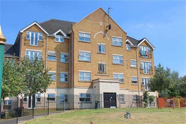 2 Bedrooms Flat for sale in Warren Way, Edgware