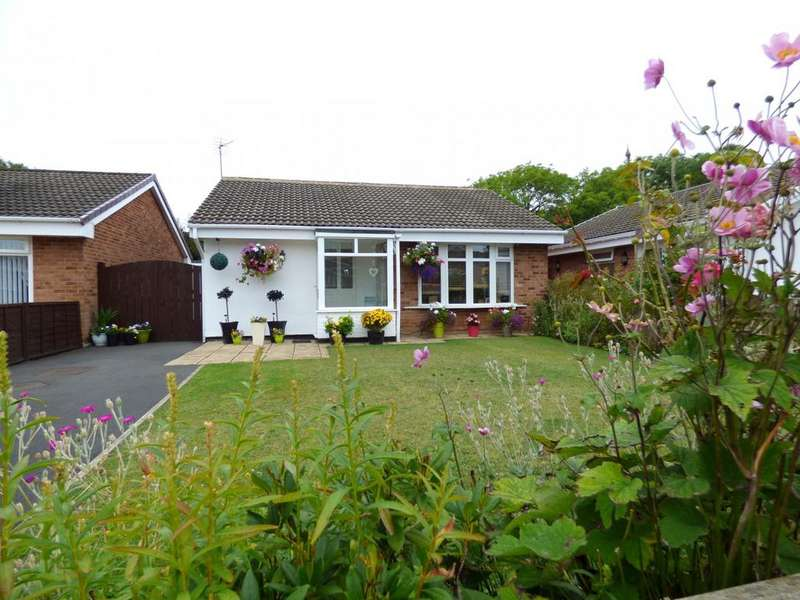 3 Bedrooms Detached Bungalow for sale in Lyndon Way, Stockton-on-Tees, TS18