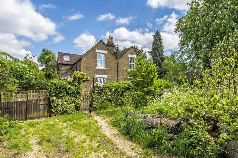 2 Bedrooms Semi Detached House for sale in Drews Cottages, Drewstead Road, London, SW16