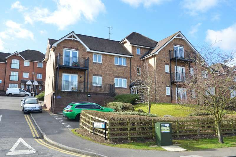 2 Bedrooms Flat for sale in Morris Mews, Rugby Rise, Loudwater, HP11