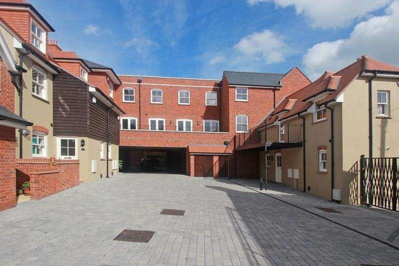 2 Bedrooms Flat for sale in Wick Lane, Christchurch