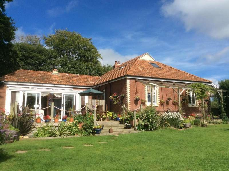 3 Bedrooms Bungalow for sale in Bridgerule, Devon