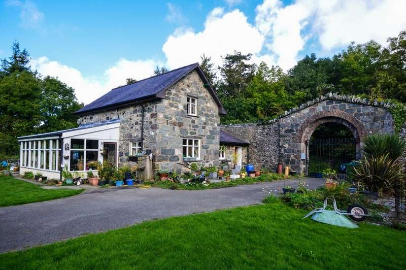 2 Bedrooms Detached House for sale in Groeslon, Caernarfon, North Wales