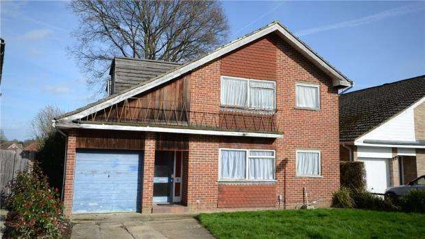 5 Bedrooms Detached House for sale in Wallner Way, Wokingham