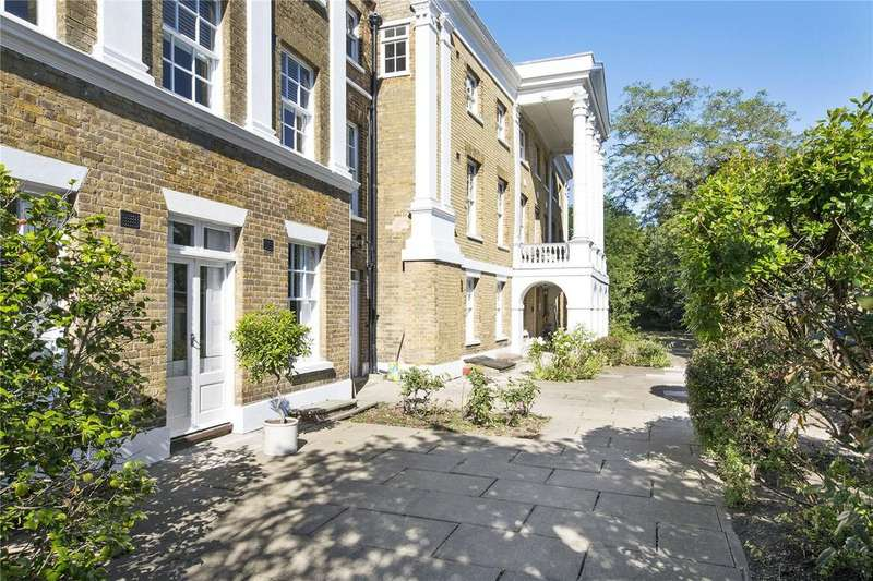 1 Bedroom Flat for sale in Garricks Villa, Hampton Court Road, TW12