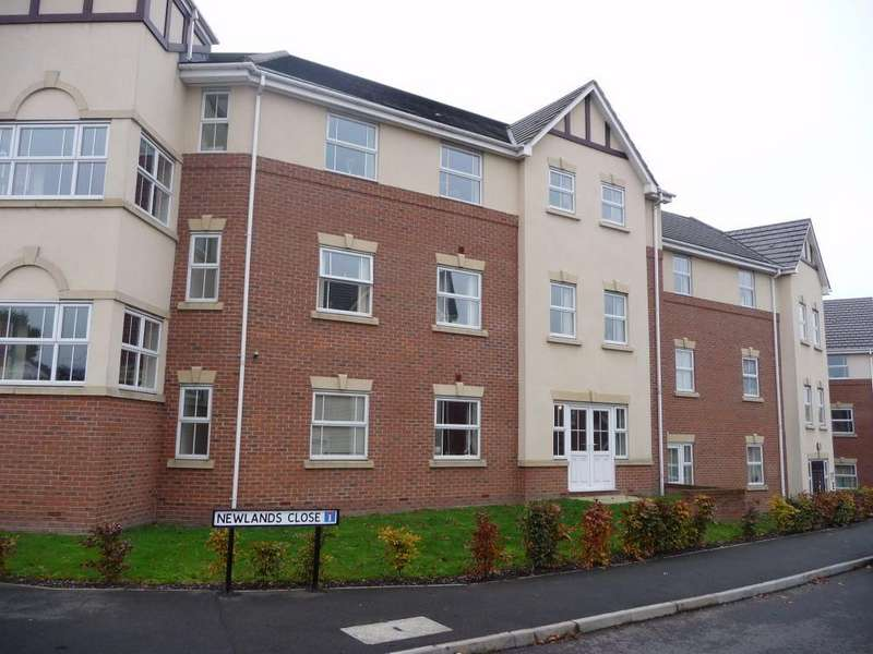 2 Bedrooms Flat for sale in Newlands Close, Hagley, Worcestershire