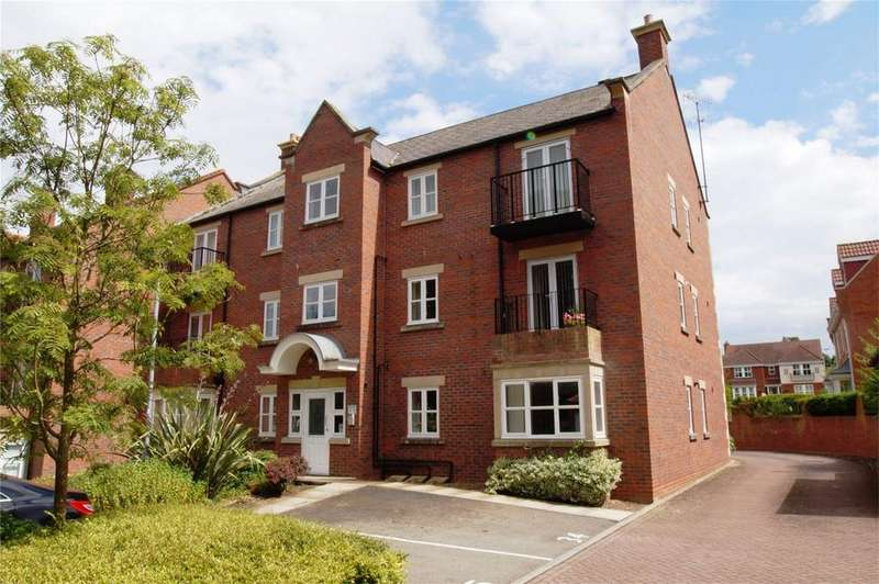 2 Bedrooms Flat for sale in Fenby Gardens, Scarborough