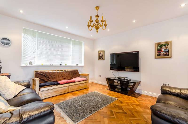 3 Bedrooms House for sale in Minstead Way, New Malden, KT3
