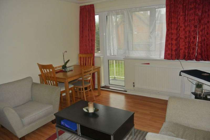 2 Bedrooms Flat for sale in Summit Court, Shoot Up Hill, Cricklewood, NW2