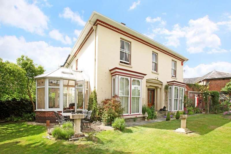 3 Bedrooms Semi Detached House for sale in Crescent Street, Newtown, Powys