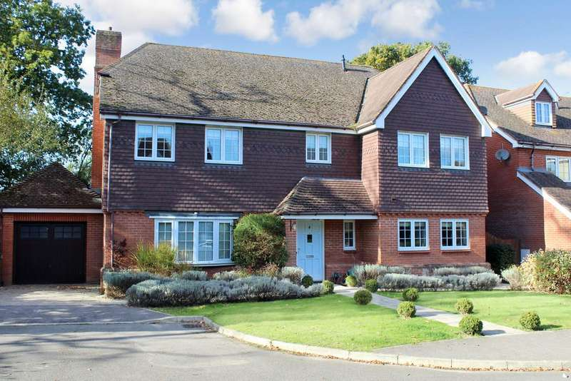 5 Bedrooms Detached House for sale in Bax Close, Storrington