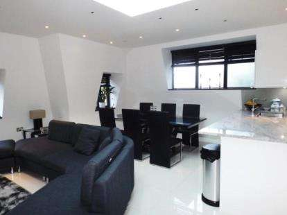 2 Bedrooms Flat for sale in Ashley Lane, London