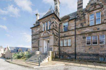 2 Bedrooms Flat for sale in Rawcliffe Gardens, Glasgow