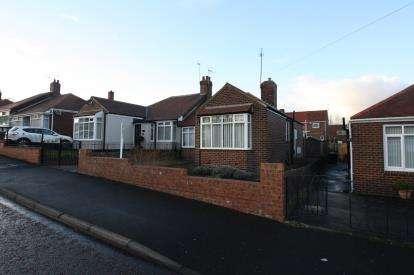 3 Bedrooms Bungalow for sale in Pinewood Gardens, Gateshead, Tyne Wear, NE11