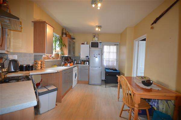 3 Bedrooms End Of Terrace House for sale in Gainsborough Road, Dagenham