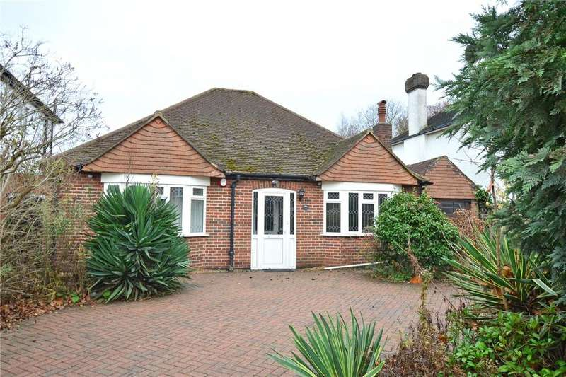 4 Bedrooms Detached Bungalow for sale in Grove Park Road, London, SE9