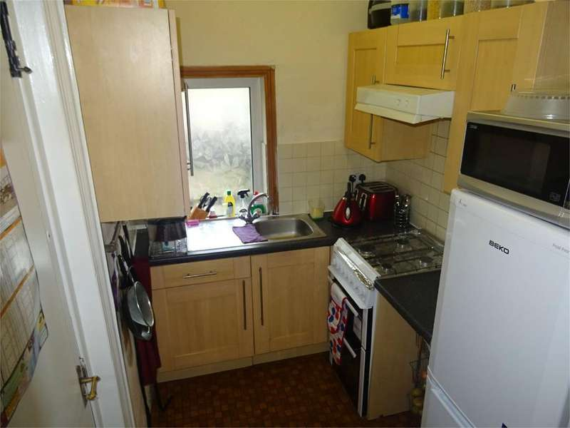 3 Bedrooms Terraced House for sale in Ashmount, Bradford, West Yorkshire, BD7