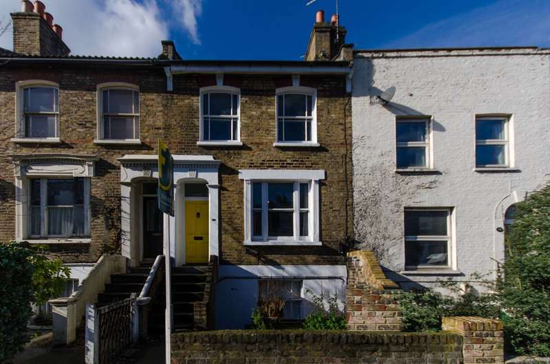 2 Bedrooms Maisonette Flat for sale in Lausanne Road, Nunhead, SE15
