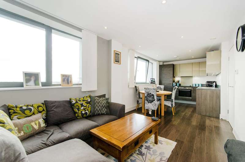 2 Bedrooms Flat for sale in Central Square, Wembley, HA9