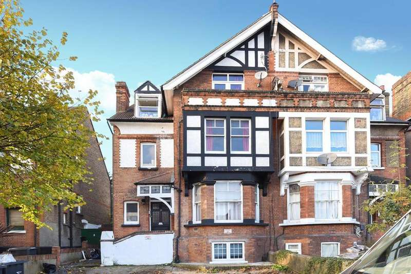 4 Bedrooms Flat for sale in Gleneagle Road, Streatham, SW16