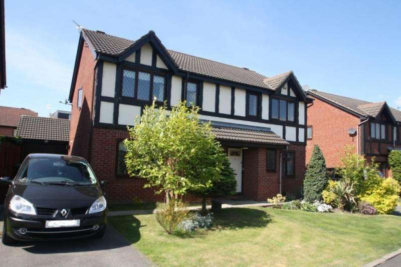 3 Bedrooms Semi Detached House for sale in Priory Close, Burscough