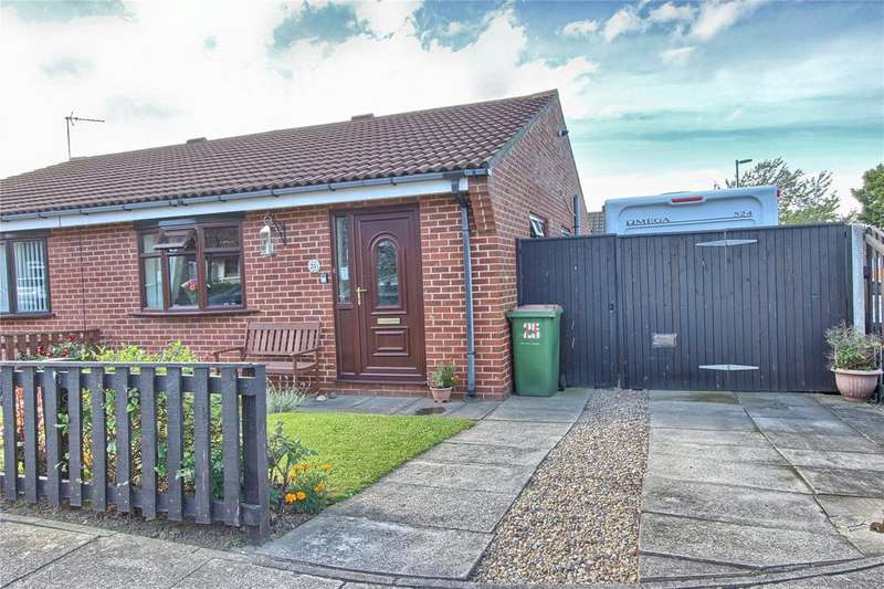 2 Bedrooms Semi Detached Bungalow for sale in Hornbeam Close, Ormesby
