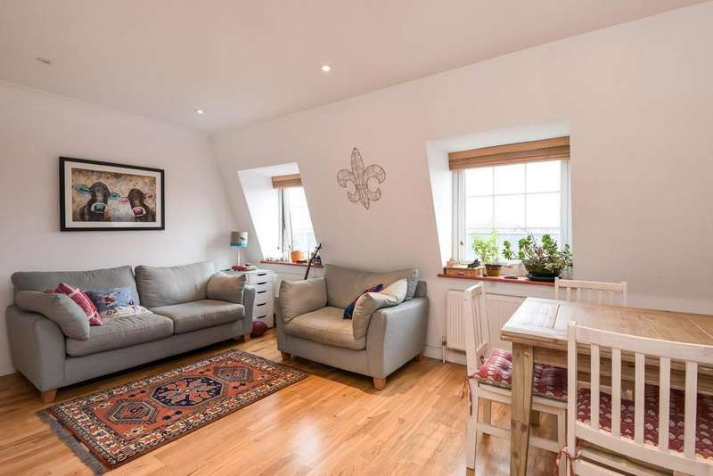 2 Bedrooms Flat for sale in Trinity Gardens, Brixton, SW9