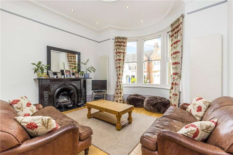 3 Bedrooms Flat for sale in Altenburg Gardens, Battersea, London, SW11