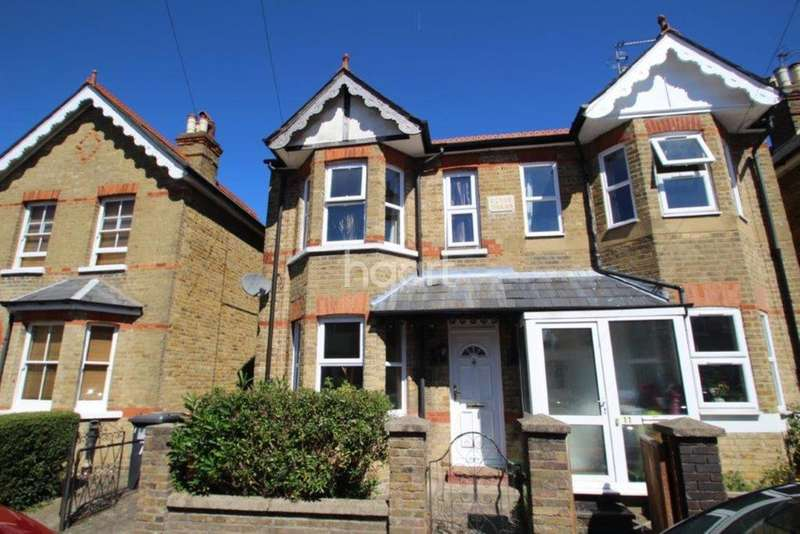 3 Bedrooms Semi Detached House for sale in Elmhurst Road, Langley
