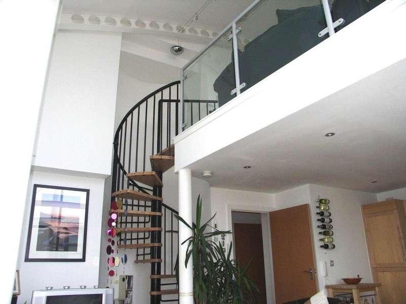2 Bedrooms Flat for sale in Elba, City Island, Gotts Road, Leeds, West Yorkshire, LS12