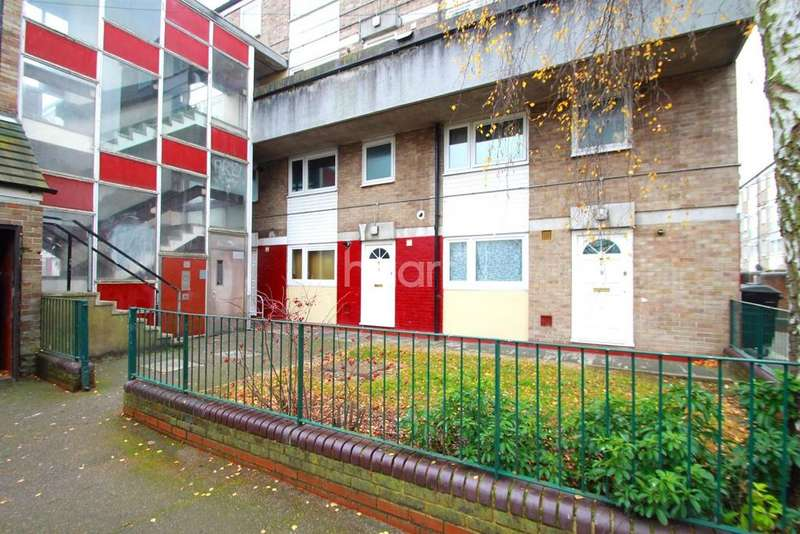 2 Bedrooms Maisonette Flat for sale in North Hayes