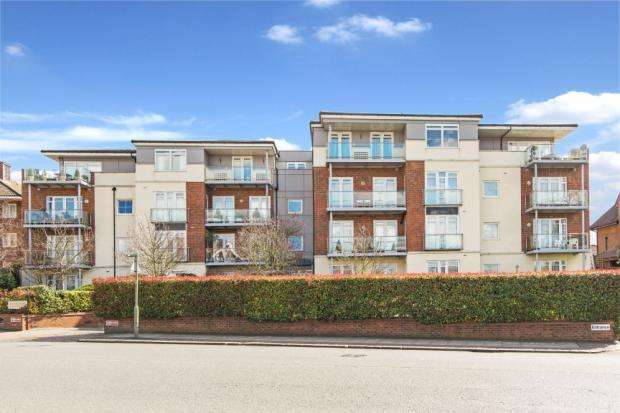 3 Bedrooms Flat for sale in Hendon Lane, Finchley Central, London, N3